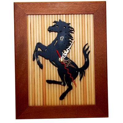 Reloj artesano con silueta de caballo